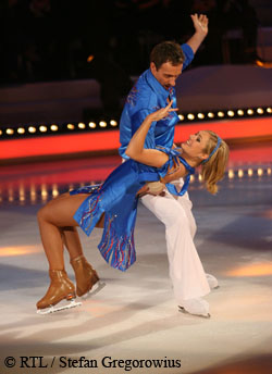 Ruth Moschner & Carl Briggs in Dancing on Ice. Copyright: RTL / Stefan Gregorowius